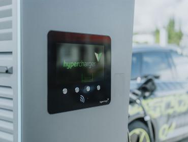 Premier hyperchargeur privé accessible au public au Luxembourg